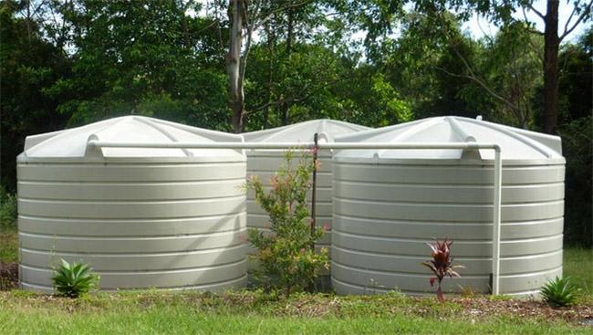 Cómo ahorrar agua en tu hogar con depósito de poliéster