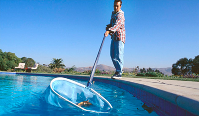 Trucos para limpiar tu piscina de poliester