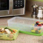 El peligro de calentar los alimentos precocinados en su envase de plástico